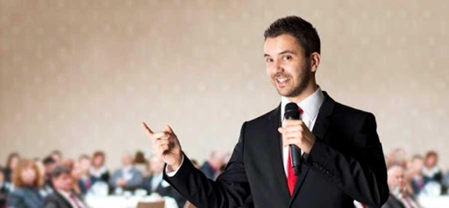 orador con entusiasmo